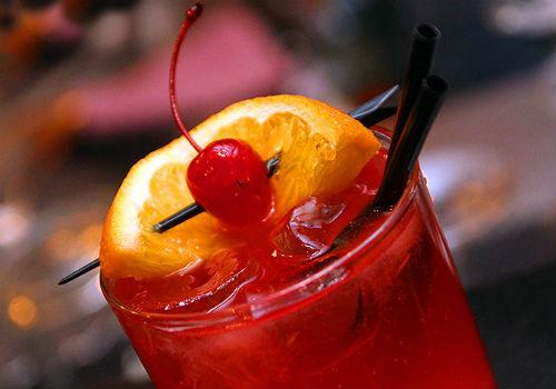 алкогольный коктейль с гренадином