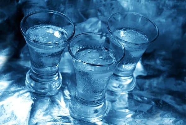 водка в рюмках
